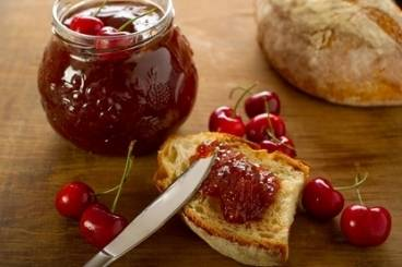 https://www.atelierdeschefs.com/media/dossiers-d2300recettes-de-confiture-de-fruits-rouges.jpg