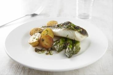 Fillet of plaice with beurre noisette, capers and asparagus