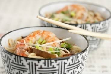 Asian soup with chicken, prawns and noodles