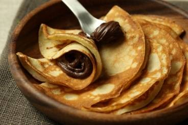 Crêpes with dark chocolate sauce