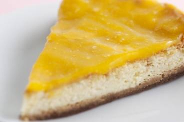 https://www.atelierdeschefs.com/media/recette-d10909-cheesecake-et-coulis-de-mangue.jpg
