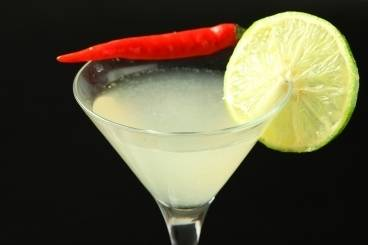 https://www.atelierdeschefs.com/media/recette-d11403-cocktail-gin-et-citron-vert-au-piment.jpg
