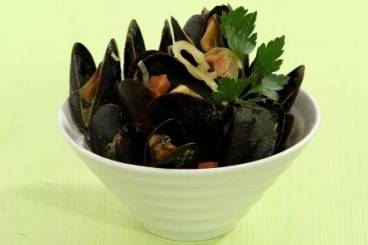 https://www.atelierdeschefs.com/media/recette-d11689-moules-chorizo-et-curry.jpg