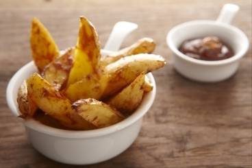 https://www.atelierdeschefs.com/media/recette-d12886-potatoes-maison-et-sauce-americaine-barbecue.jpg