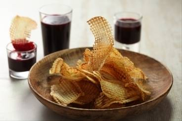 https://www.atelierdeschefs.com/media/recette-d12955-pommes-gaufrettes-et-sauce-framboise.jpg