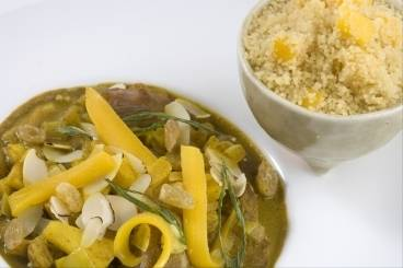 https://www.atelierdeschefs.com/media/recette-d1310-curry-minute-d-agneau-aux-fruits-semoule-a-la-mangue.jpg