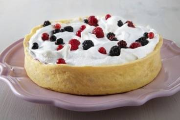 https://www.atelierdeschefs.com/media/recette-d13147-tarte-meringuee-aux-fruits-rouges.jpg