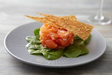 https://www.atelierdeschefs.com/media/recette-d13979-tartare-de-saumon-a-la-moutarde-a-l-ancienne-creme-de-mascarpone-a-l-orange.jpg