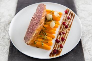 https://www.atelierdeschefs.com/media/recette-d15092-filet-de-canette-a-la-figue-carottes-glacees-a-l-orange.jpg