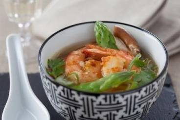 Asparagus and mushroom broth with king prawns Recipe
