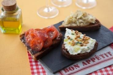 https://www.atelierdeschefs.com/media/recette-d17293-trio-de-tartines-aperitives.jpg