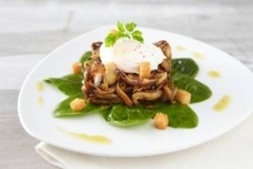 Mushroom fricassée with spinach and poached eggs
