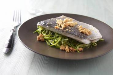 https://www.atelierdeschefs.com/media/recette-d17827-filet-de-daurade-royale-julienne-de-courgette-et-crumble-de-parmesan.jpg