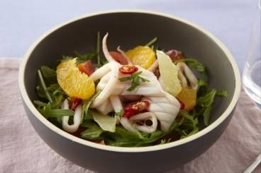 Salad of sauteed baby squid with citrus fruit and pan juices