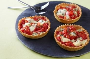 Tomato tartlets with fourme d'Ambert cheese Recipe
