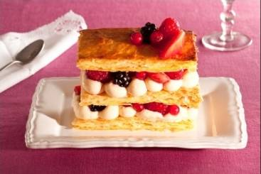https://www.atelierdeschefs.com/media/recette-d2121-mille-feuille-tiede-aux-fruits-rouges.jpg