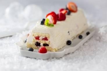 https://www.atelierdeschefs.com/media/recette-d22981-buche-de-noel-au-chocolat-blanc-et-fruits-rouges.jpg
