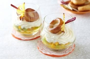 https://www.atelierdeschefs.com/media/recette-d25220-verrine-de-baba-fruits-exotiques-a-la-chantilly.jpg