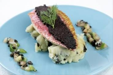 https://www.atelierdeschefs.com/media/recette-d5782-filet-de-rouget-a-la-tapenade-puree-a-l-olive-noire.jpg