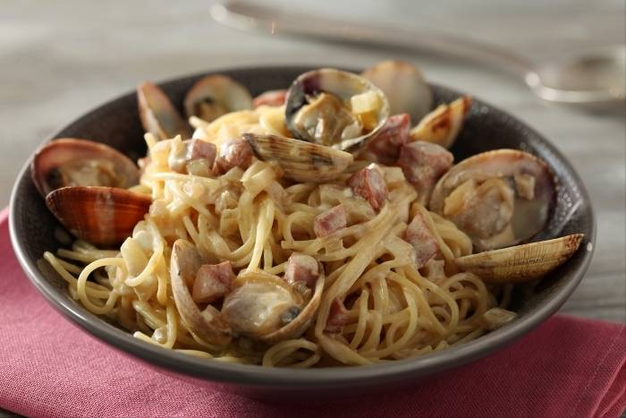 recette de spaghettini aux palourdes et chorizo jus de vin blanc au c leri facile et rapide. Black Bedroom Furniture Sets. Home Design Ideas