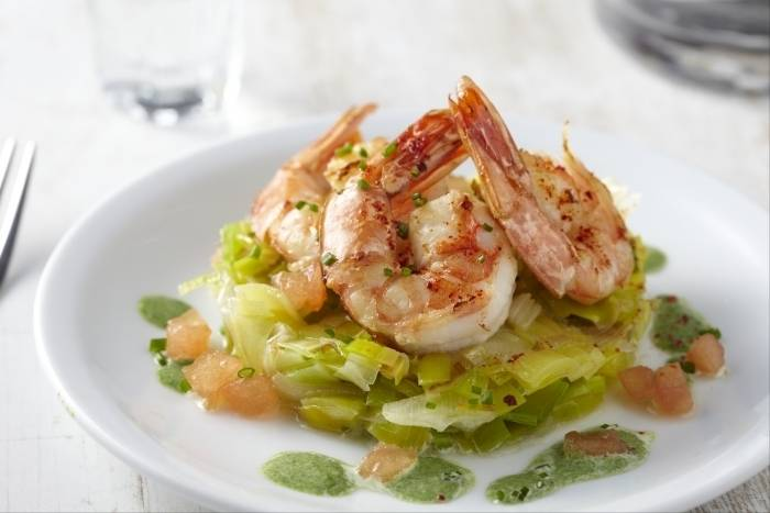 King prawns with braised leeks and creamed spinach Recipe