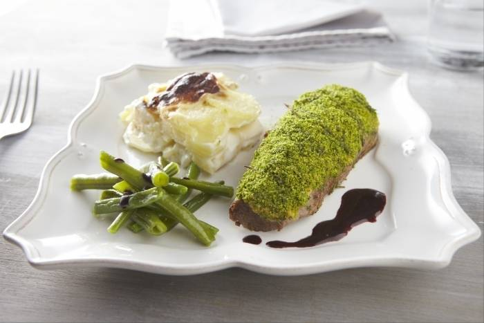 ... -crusted-rump-of-lamb-with-dauphinoise-potatoes-and-red-wine-jus.jpg