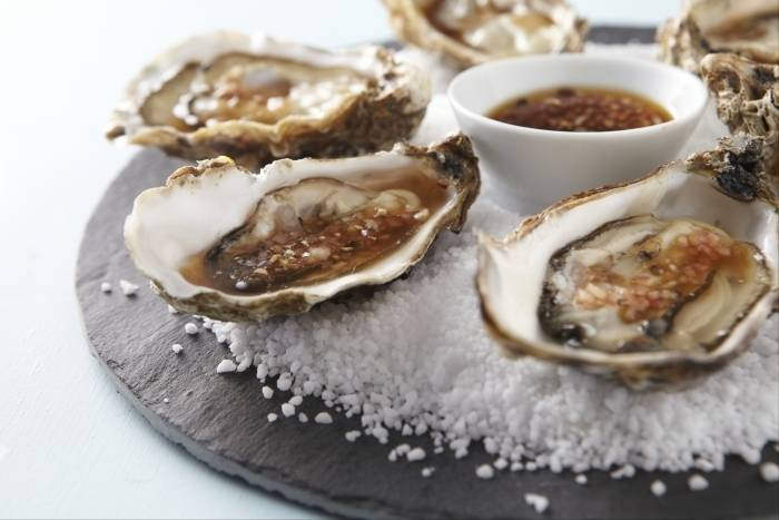 Shucked oysters with sauce mignonette Recipe