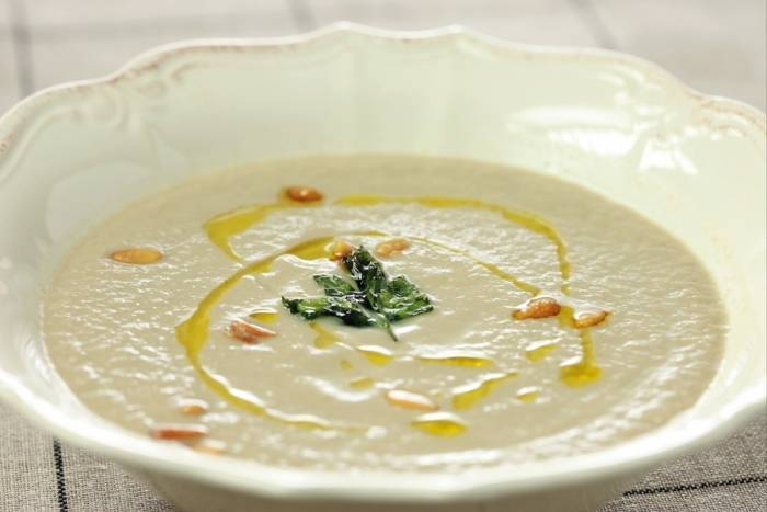 Cream of mushroom soup with pine nuts Recipe