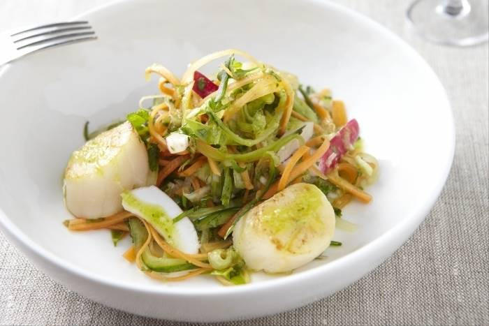 Seared scallops with a spiced oriental salad Recipe