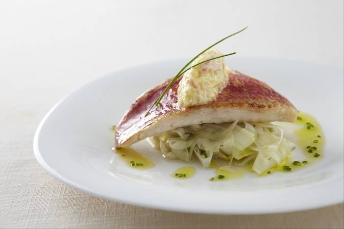 Crisp fillet of red mullet with fennel, crab and chive vinaigrette Recipe