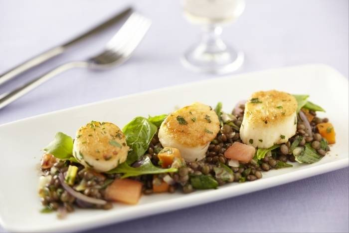Seared scallops with a salad of braised puy lentils and balsamic vinaigrette Recipe