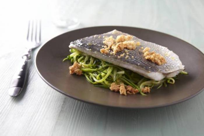 Recette de Filet de daurade royale, julienne de courgette et crumble de parmesan