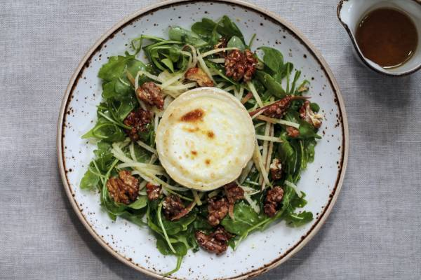 Caramelised goats' cheese salad with candied walnuts Recipe