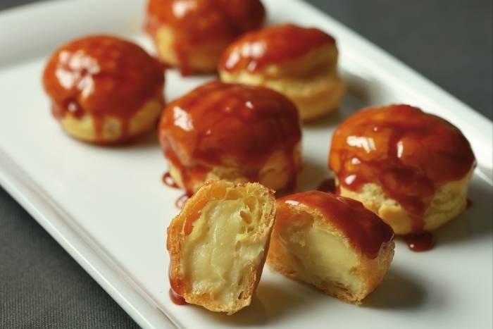 Vanilla choux pastries with salted butter caramel sauce Recipe