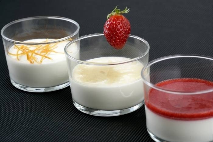 recette de panna cotta la vanille coulis de fraises fra ches facile et rapide. Black Bedroom Furniture Sets. Home Design Ideas